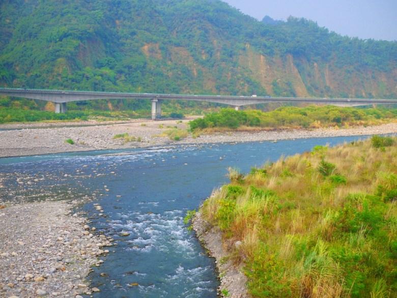 從雙十吊橋眺望水沙連高速公路 | 國道6號 | 草屯 | 南投 | Caotun | Nantou | Wafu Taiwan | 巡日旅行攝 | RoundtripJp