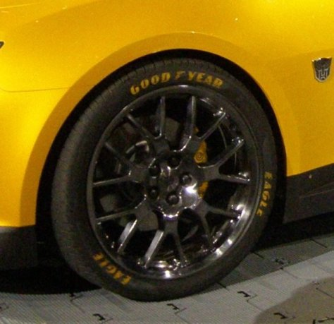 pre-close-up Bumble bee tire