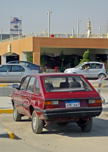 Carrefour and Polish acent - Polonez (polish made vehicle from 1980's