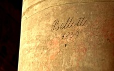 signatures found on colums