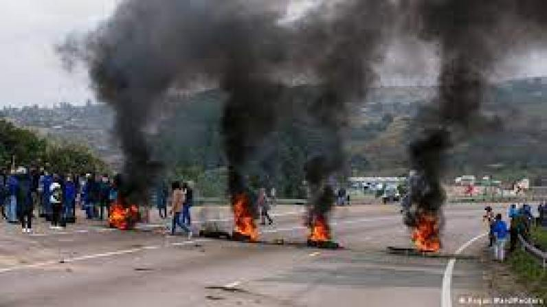 Dozens killed in South Africa unrest amid Zuma appeal | News | DW |  13.07.2021