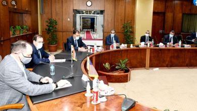 جانب من لقاء طارق الملا وزير البترول مع قيادات الشركة