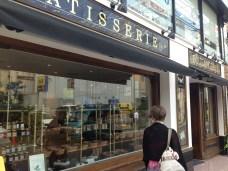 Juste à côté du Junoesque Bagel Café...