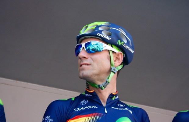 Alejandro Valverde przed podpisywaniem listy startowej