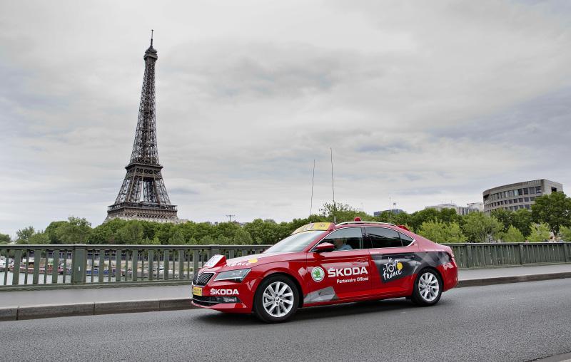 Ředitelský vůz Škoda Superb pro cyklistický etapový závod Tour de France byl 22. června představen novinářům v Paříži.