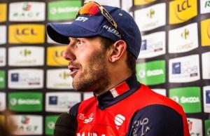 Sonny Colbrelli na ściance odpowiada na pytania po zwycięstwie na 2. etapie Paryż-Nicea