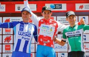 Oscar Sevilla na podium zwycięzcy