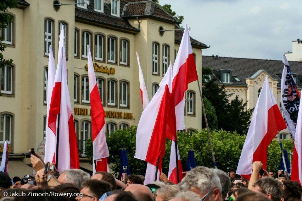 biało-czerwone flagi