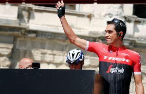 Alberto Conador pozdrawia kibiców
