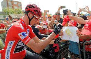 Chris Froome składa autograf