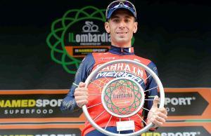 Vincenzo Nibali z nagrodą za zwycięstwo w Il Lombardia
