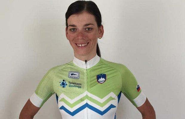 Eugenia Bujak w koszulce reprezentacji Słowenii