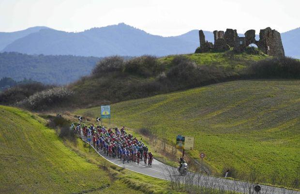 peleton na trasie Tirreno-Adriatico