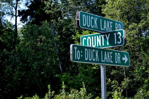 DuckLakeRoadSign
