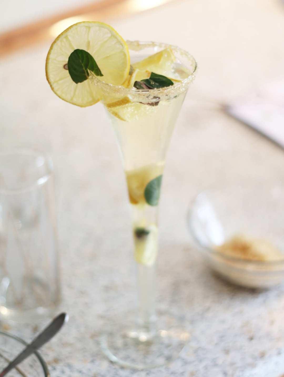 yo sirop roxi rose reteta hugo cocktail romania lifestyle blog romania timisoara hugo recipe cum se face