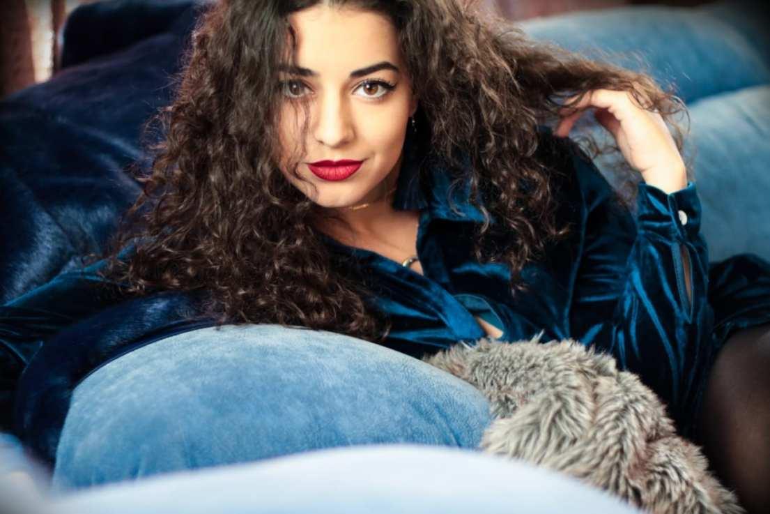 velvet-shirt-dress-white-top-festive-red-lips-mate-outfit-blue-turquoise-ootd-blogger-roxi-rose-romania-fashion-zaful-18