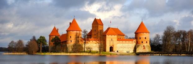 Бохемска рапсодия в Литва и Латвия
