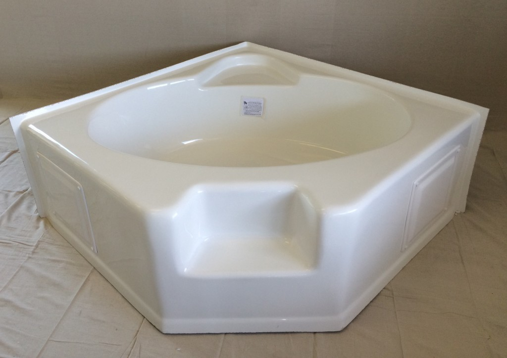 54 CORNER TUB WHITE FB WSTEP  Royal Durham Supply