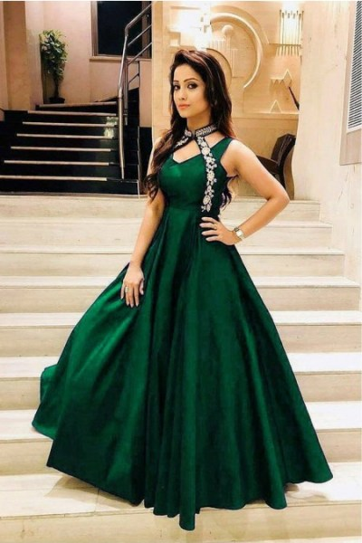 luxurious-look-with-green-taffeta-satin-thread-work-gown