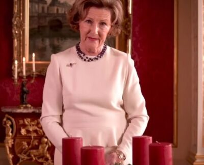 Queen Sonja of Norway lights Adevnt Wreath