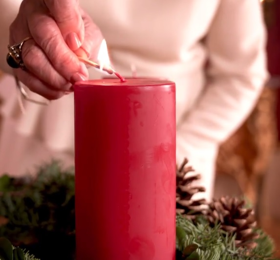 Queen Sonja lights Advent Candle