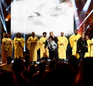 "DJ Khaled – ""Holy Key"" ft Betty Wright Live at 2016 BET Hip-Hop Awards"