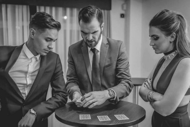 David Burgess Close up magician winner of UK Wedding Awards 2019