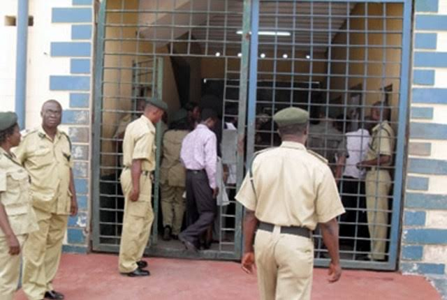JUST IN.... ONDO PRISON UNDER ATTACK BY SUSPECTED HOODLUMS