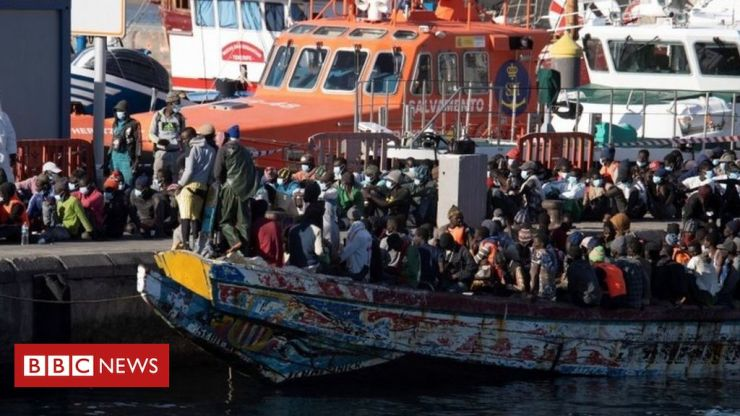 No fewer than 1,200 migrants arrive in Canary Islands over the weekend