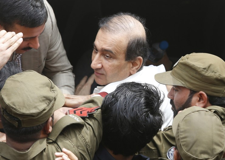 Pakistan court grants bail for media tycoon held without charges