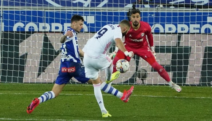 Benzema double gives Real Madrid 4-1 win, Sevilla move into third place