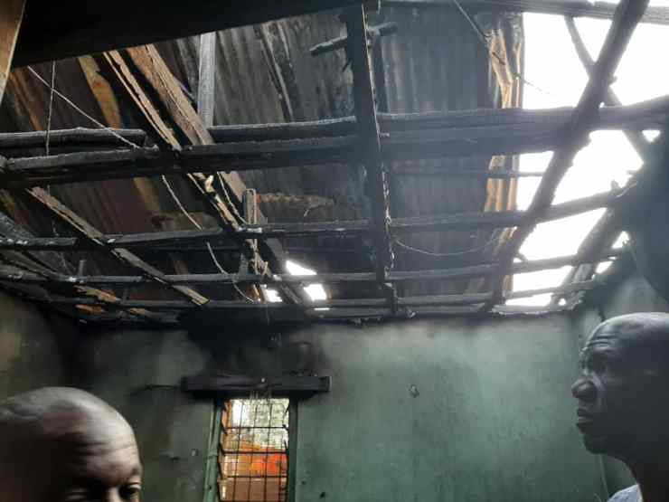 Emir of Ilorin donates roofing sheets to victims of fire outbreak