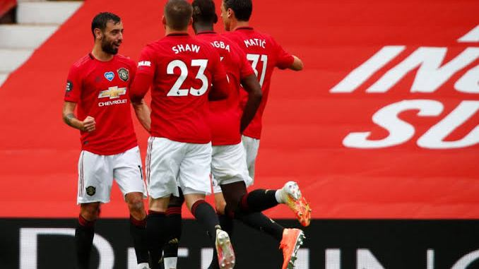 Manchester United close in on Liverpool with win over Aston Villa