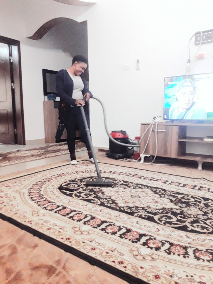 """""""My job, my pride"""" - Nigerian lady says as she shares photos of herself cleaning her Arab employee's home"""