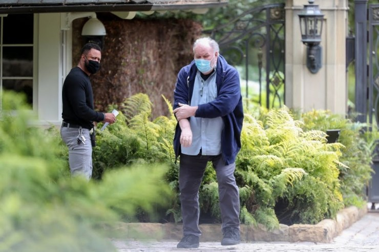 Meghan Markle's dad drives to his daughter's neighbour, Oprah's Winfrey's home with a letter