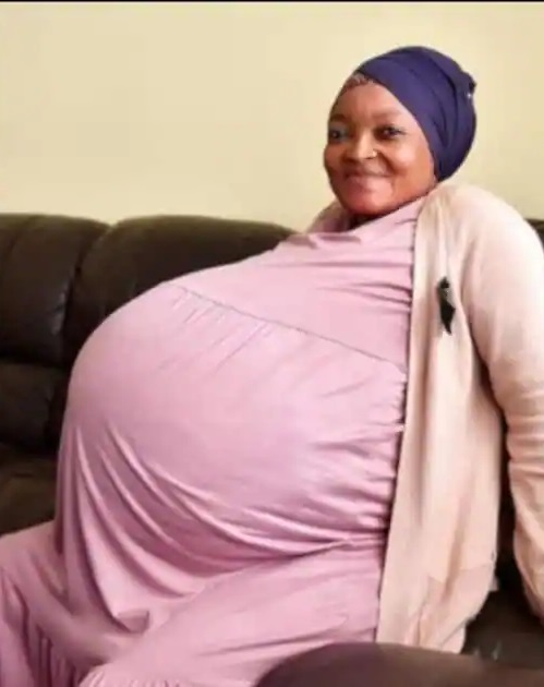 Woman 'Breaks World Record' As She Gives Birth To 10 Children at Once