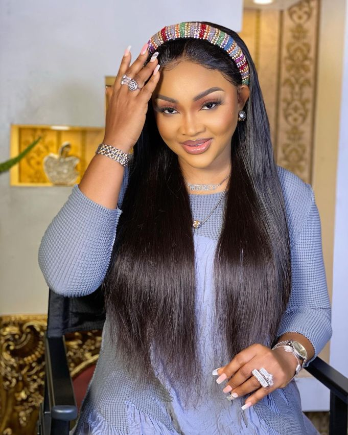 Actress, Mercy Aigbe reacts to photo of Obasanjo kneeling before 37-year-old Olu of Warri