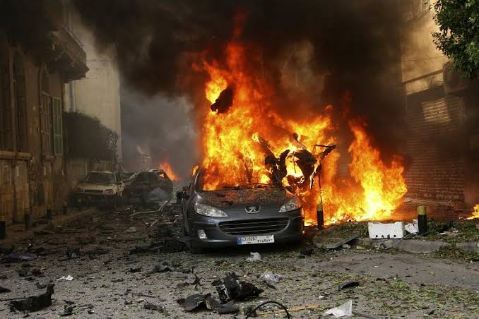 8 feared dead in car explosion beside presidential palace
