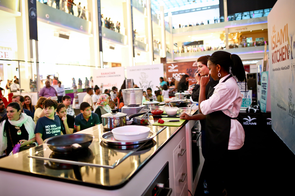 Al-Islami-kitchen-on-ice-dubai-mall-demo-12