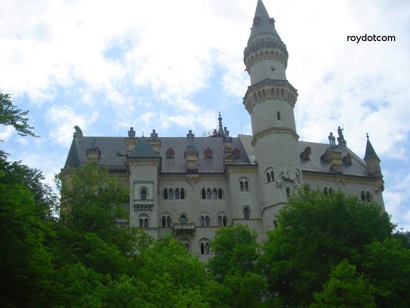Neuschwanstein Castle.. atas bukit.. kawasan ni sebijik macam dalam cerita ala-ala Lord of the Ring, dengan ada jambatan rentas 2 gunung la..