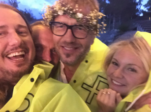 More Midsummer pics - Here's me & Asa with Ulf Ekberg at an amazing party in the islands!‬