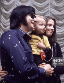 Dad & Mom & Me.‬ ‪I was about 2 years old. I remember because of that yellow shirt. Yellow was my favorite color. I wanted to wear that shirt everyday.‬ (Roy Orbison, Barbara Orbison, Roy Orbison Jr)