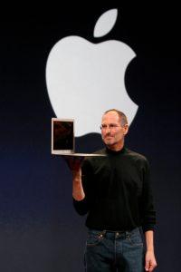 Steve Jobs z MacBook Air