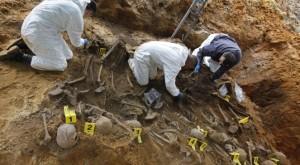 Odkopane szczątki więźniów