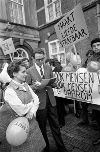 De demonstratie tegen artikel 248-bis op het Binnenhof in Den Haag. Foto: Nationaal Archief