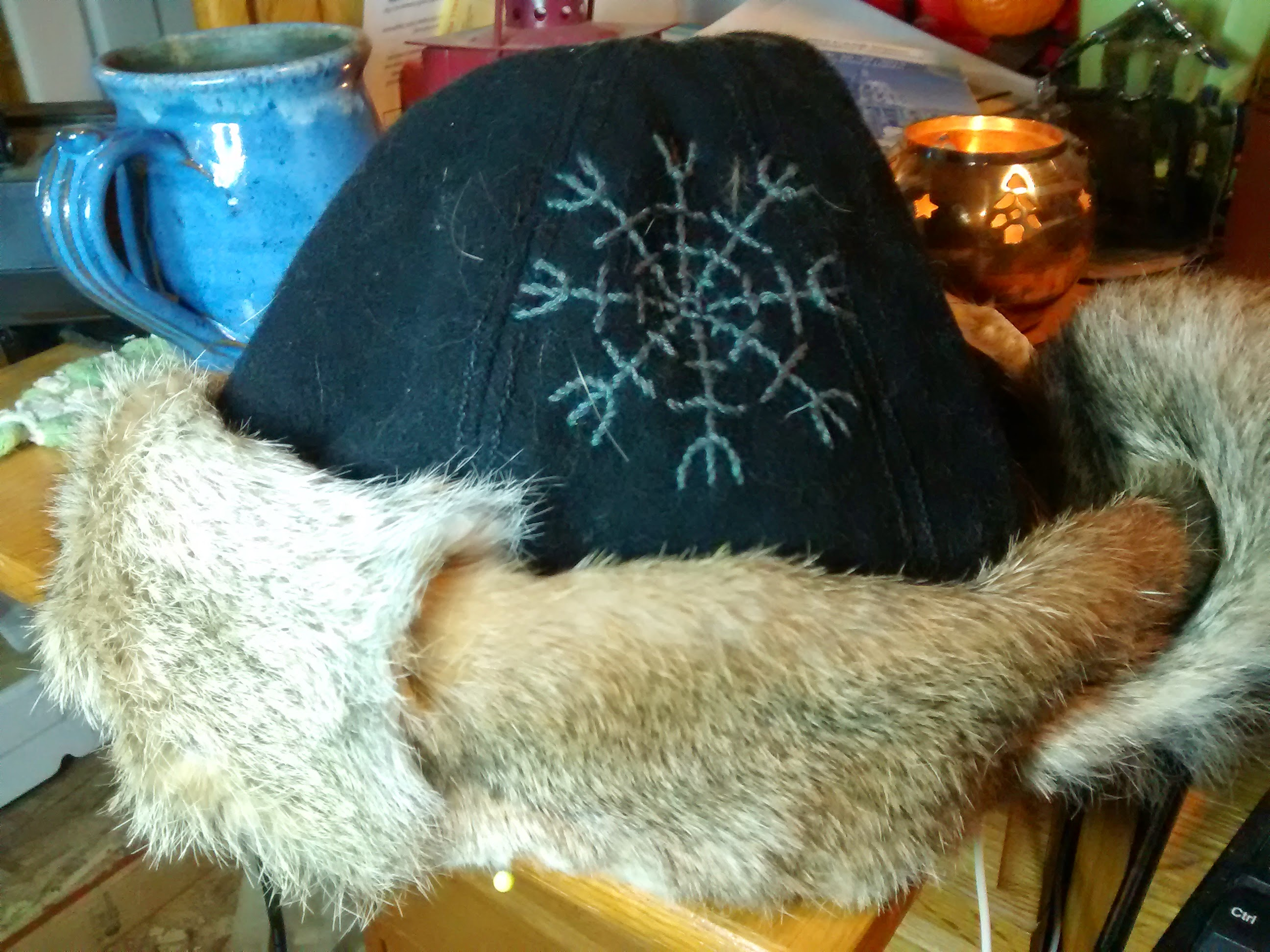 How to construct a Viking Hat  Rozewolfs Weblog