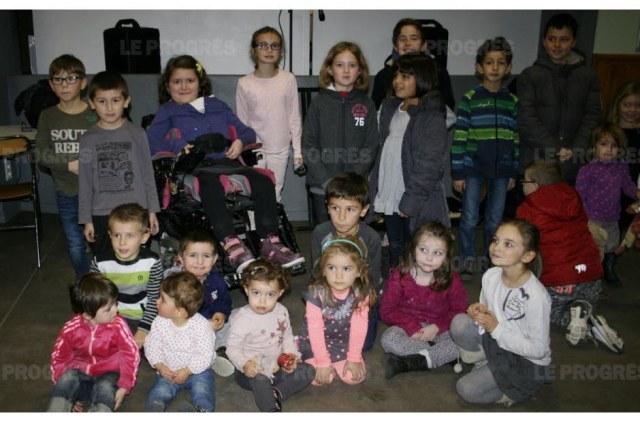 les-enfants-ont-accueilli-le-pere-noel-en-chansons-photo-emilie-heim-une-partis-des-enfants-present-photo-emilie-heim-1449695547