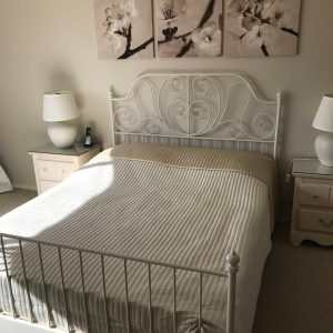 WHITE METAL QUEEN BED