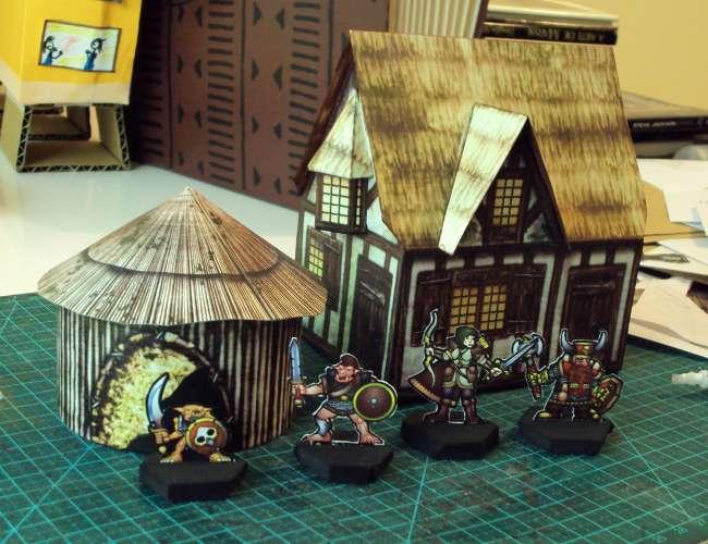 Modelos depois de montados, cabaninha, casinha e miniaturas de goblins e humanos para dar senso de escala.