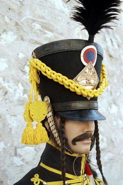 Shako é um chapéu militar do tempo napoleônico, alto e com penachos.